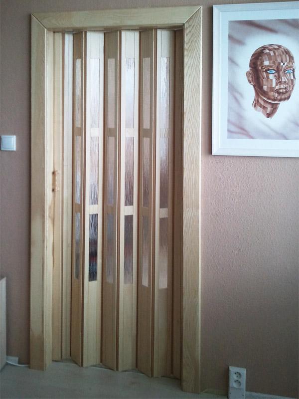 Shrnovací dveře dřevěné, plné, přírodní + obložení masiv.