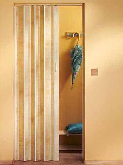 Koženkové shrnovací dveře - ukázka z interiéru